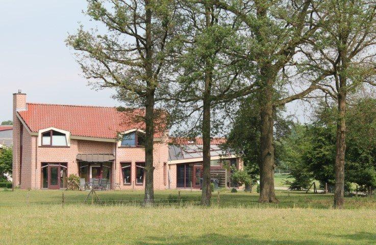 Modern bedrijfscomplex en gebouw